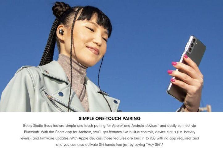 Samsung Galaxy S21 en la página de los Beats Studio Buds de Apple